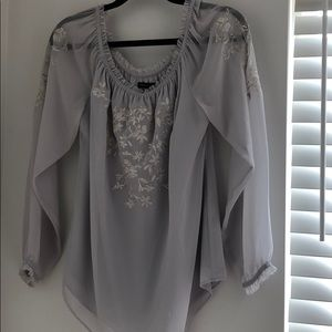 Beautiful worn once WHBM blouse